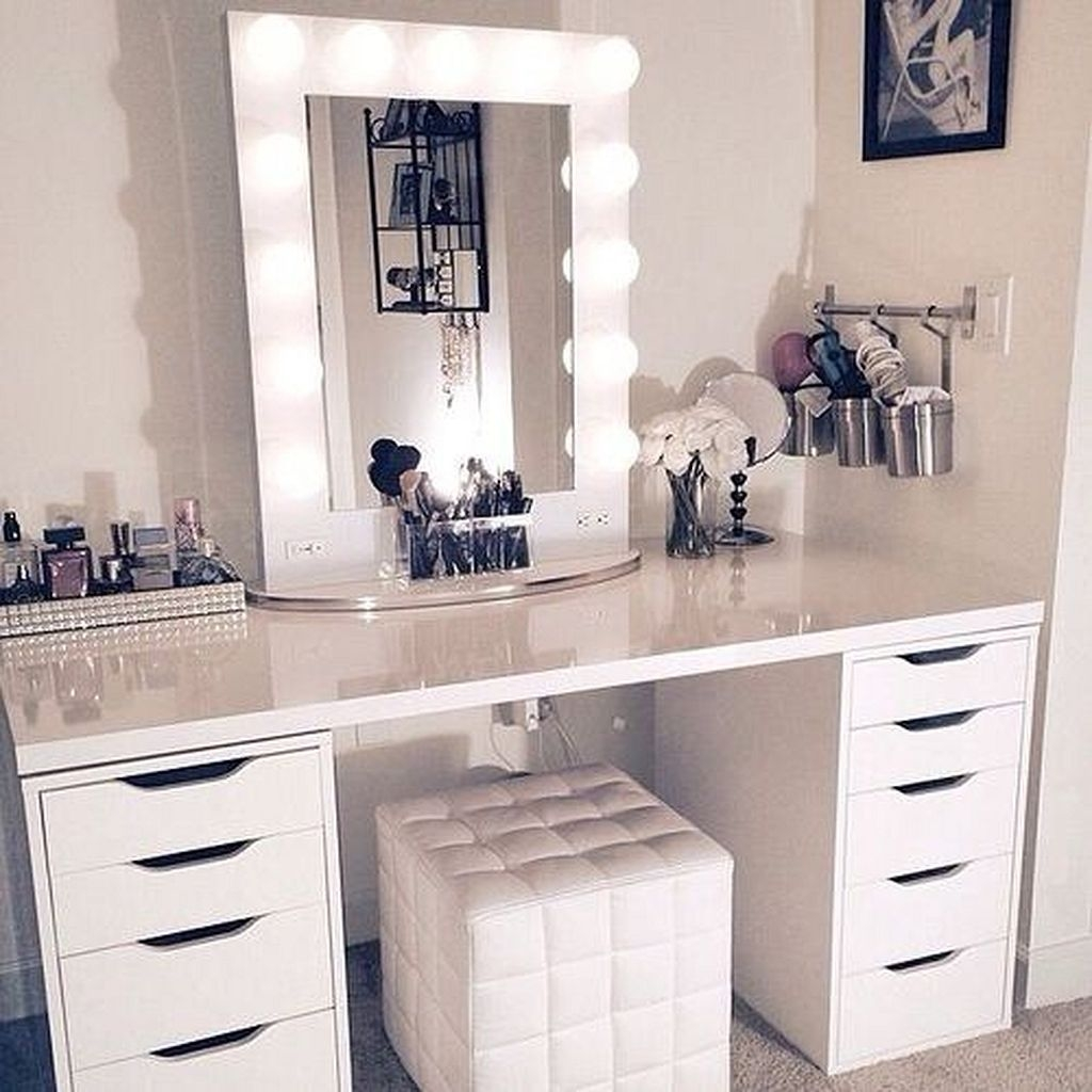Charmant Makeup Table With Mirror And Chair