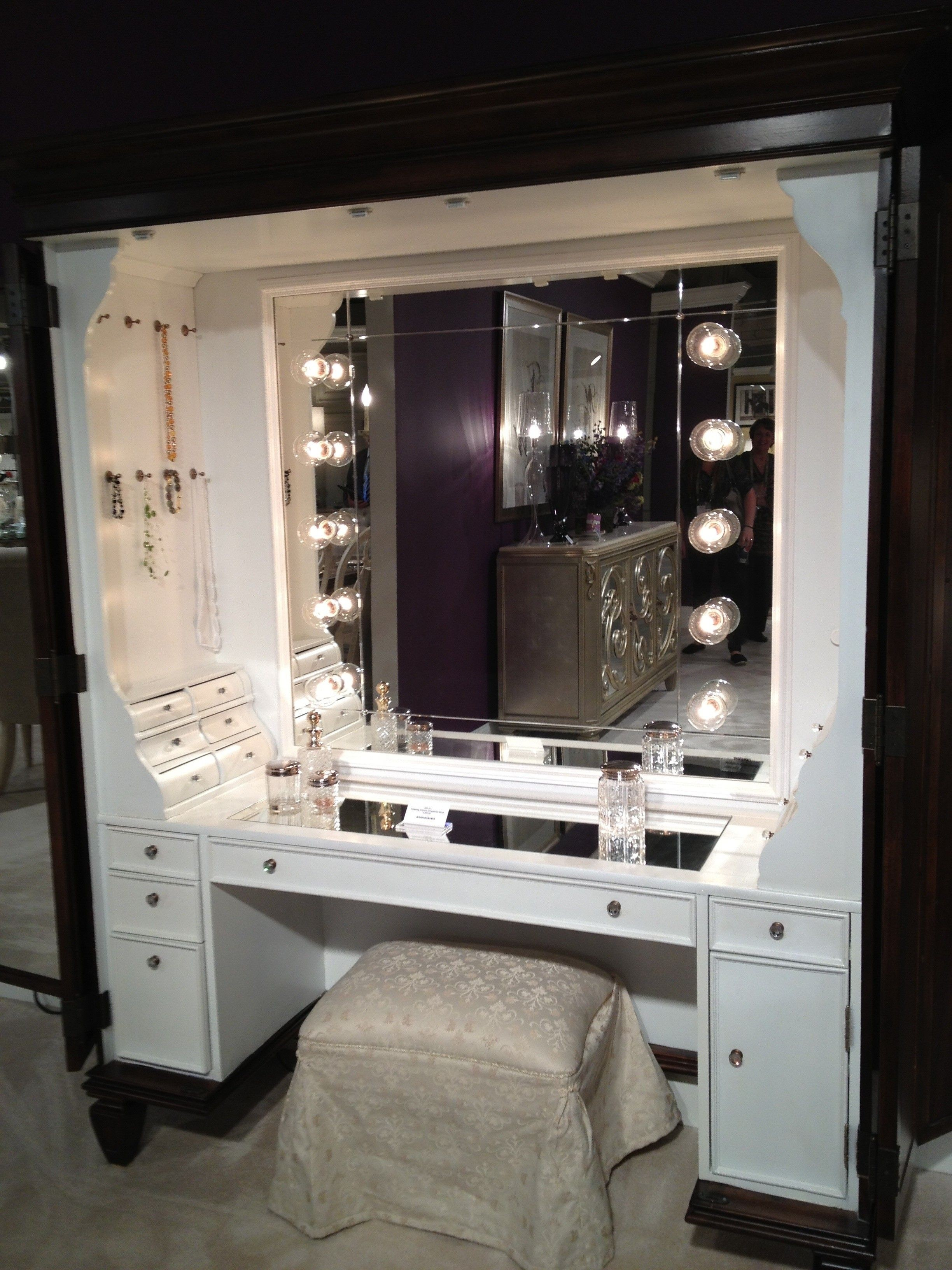 Beautiful Makeup Vanity With Lights