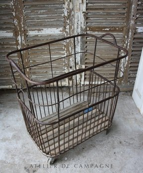Metal hamper with lid
