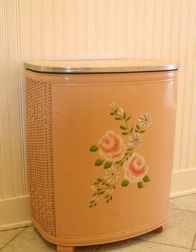 Metal laundry hamper