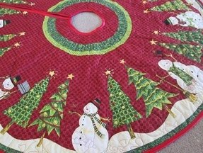 Quilted christmas tree skirt snowman and