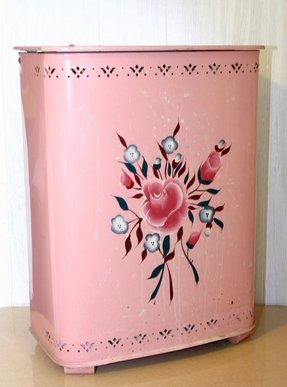 Vintage laundry hamper