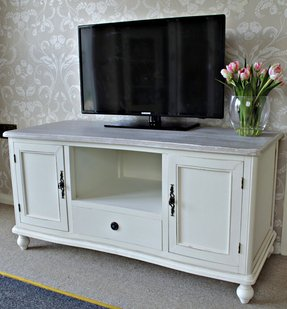 Cottage Style Tv Stand