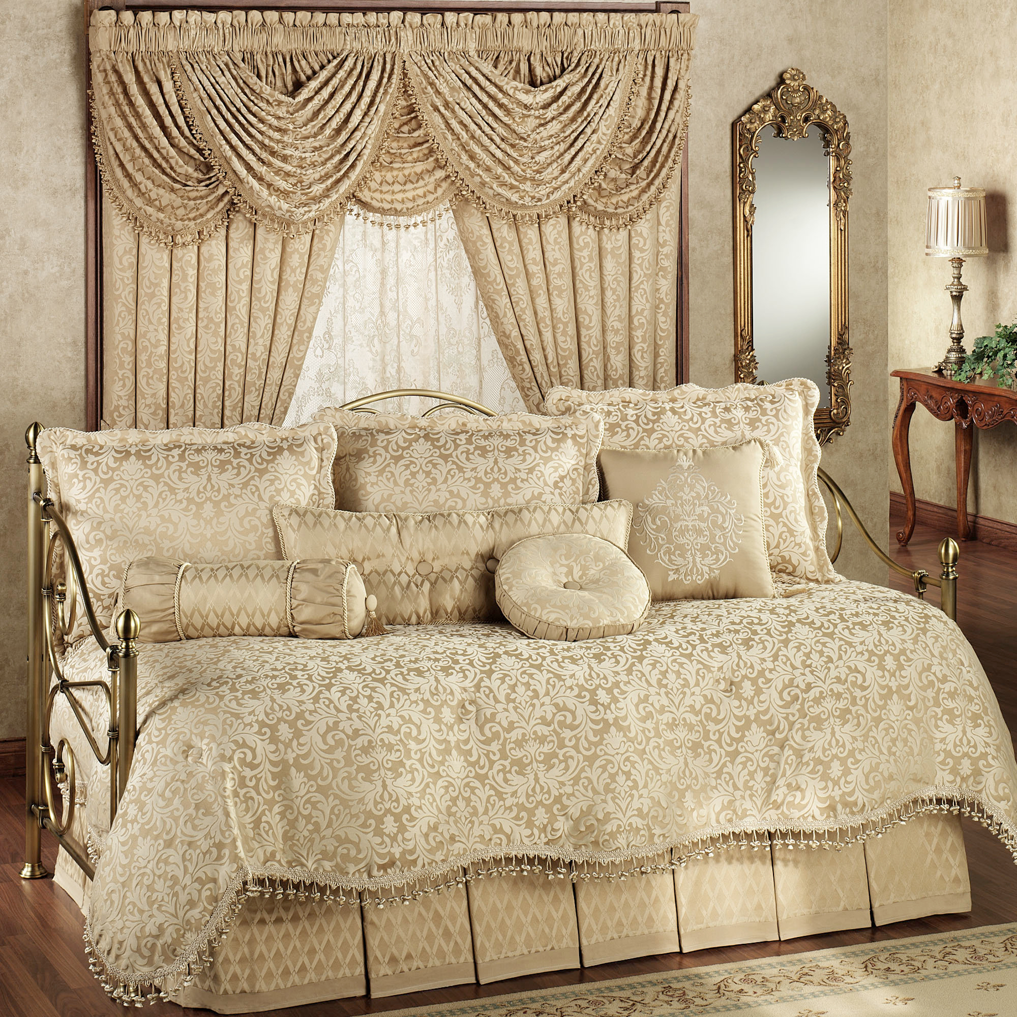 A Stunning Daybed Bedding Set That Is Made Of Only The Finest Quality  Materials And Makes For The Sublime Addition For Your Household To Ooze  Style And ...