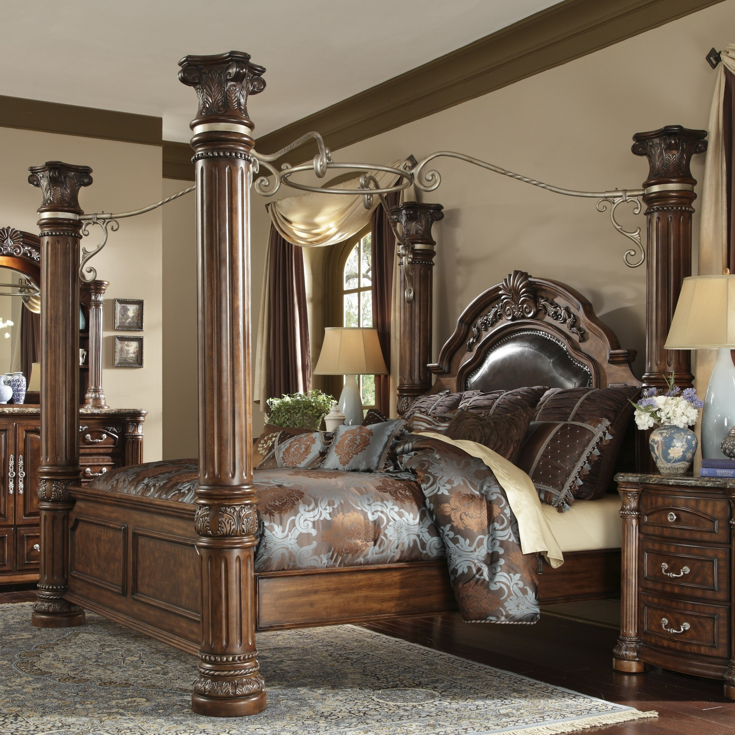 Exceptionnel Bedroom Sets If You Want To Sleep Like A King, You Should Take A Look At  This King Size Bed With Beautifully Turned Pillars. Itu0027s All Made Of Solid  Wood, ...
