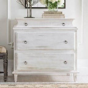 Mia accent chest