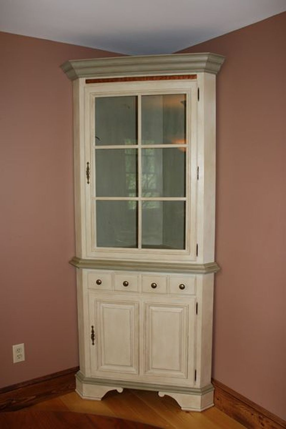 Charmant Corner China Hutch