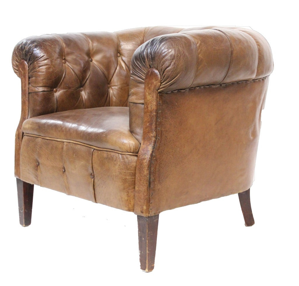 Merveilleux Leather Tufted Tub Chair Image 3
