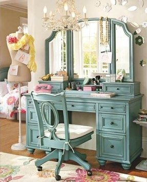 Bedroom Vanities & Mirrors