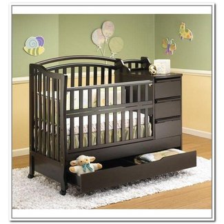 Convertible crib with storage drawer