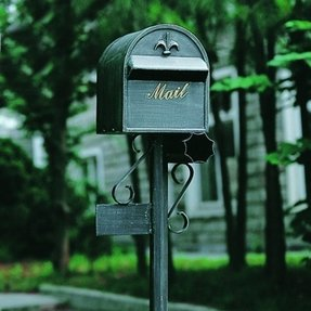 Cast aluminum mailbox and post 8