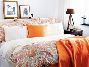 Orange paisley bedding 1