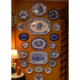 Decorative plates to hang on wall