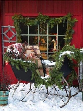 Outdoor sleigh decoration 2