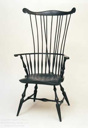 Braced comb back windsor arm chair
