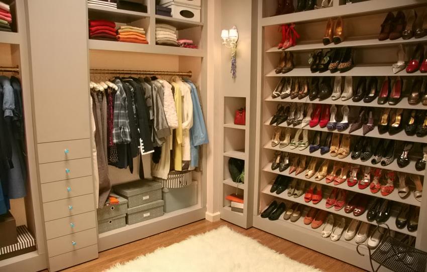 Merveilleux Large Shoe Cabinet 11