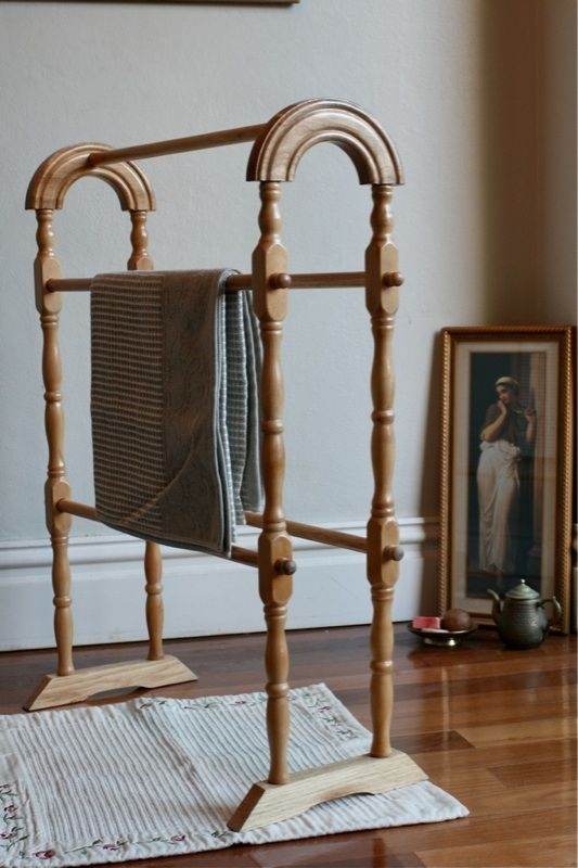 Beautiful wooden towel rail rack vintage classic timber stand can