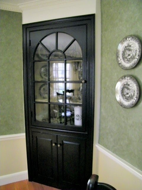 Charmant Corner China Cabinet Black