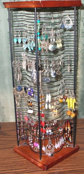 If jewellery cabinets are too vanilla and common for you, take a look at this great DIY project which utilizes an old CD rack to store and display your ...
