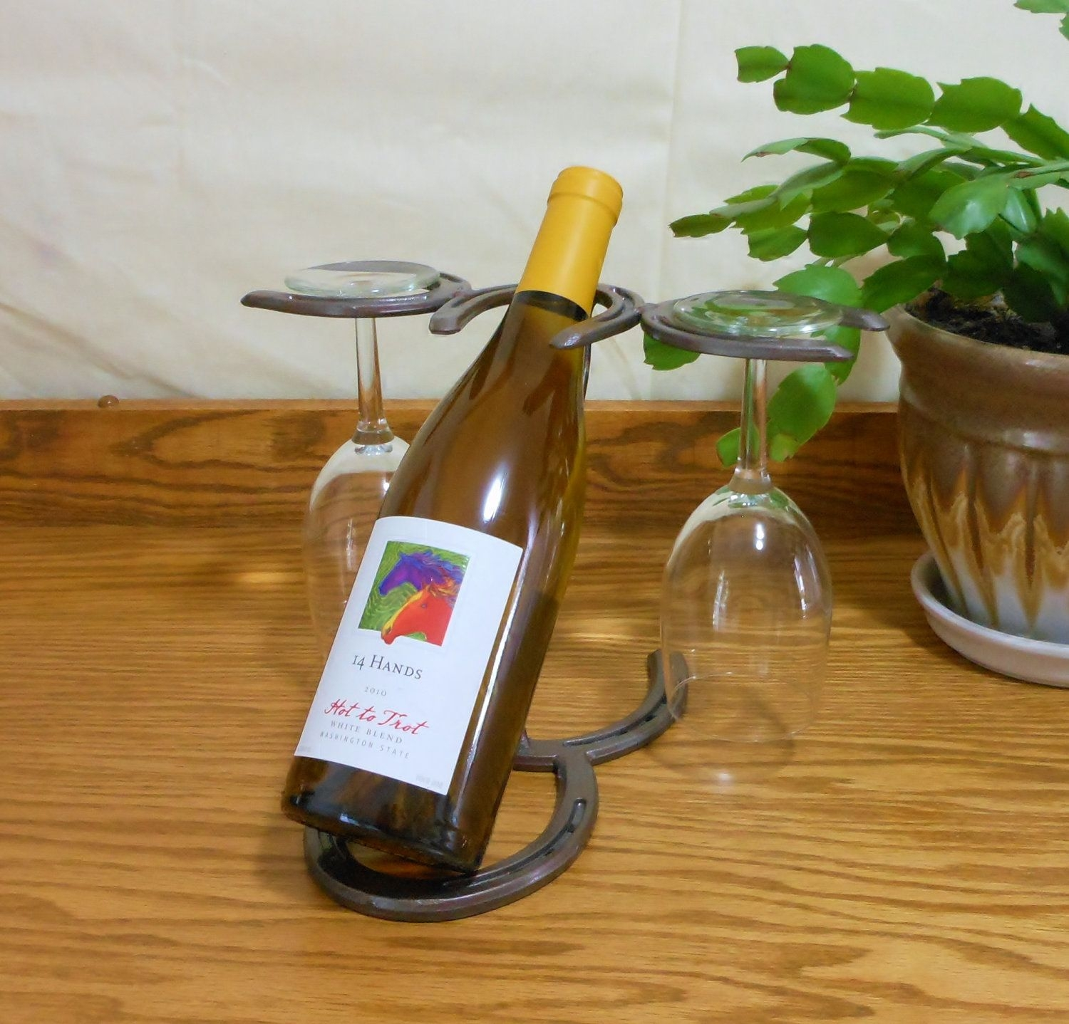 Horseshoe wine bottle holder wine glass