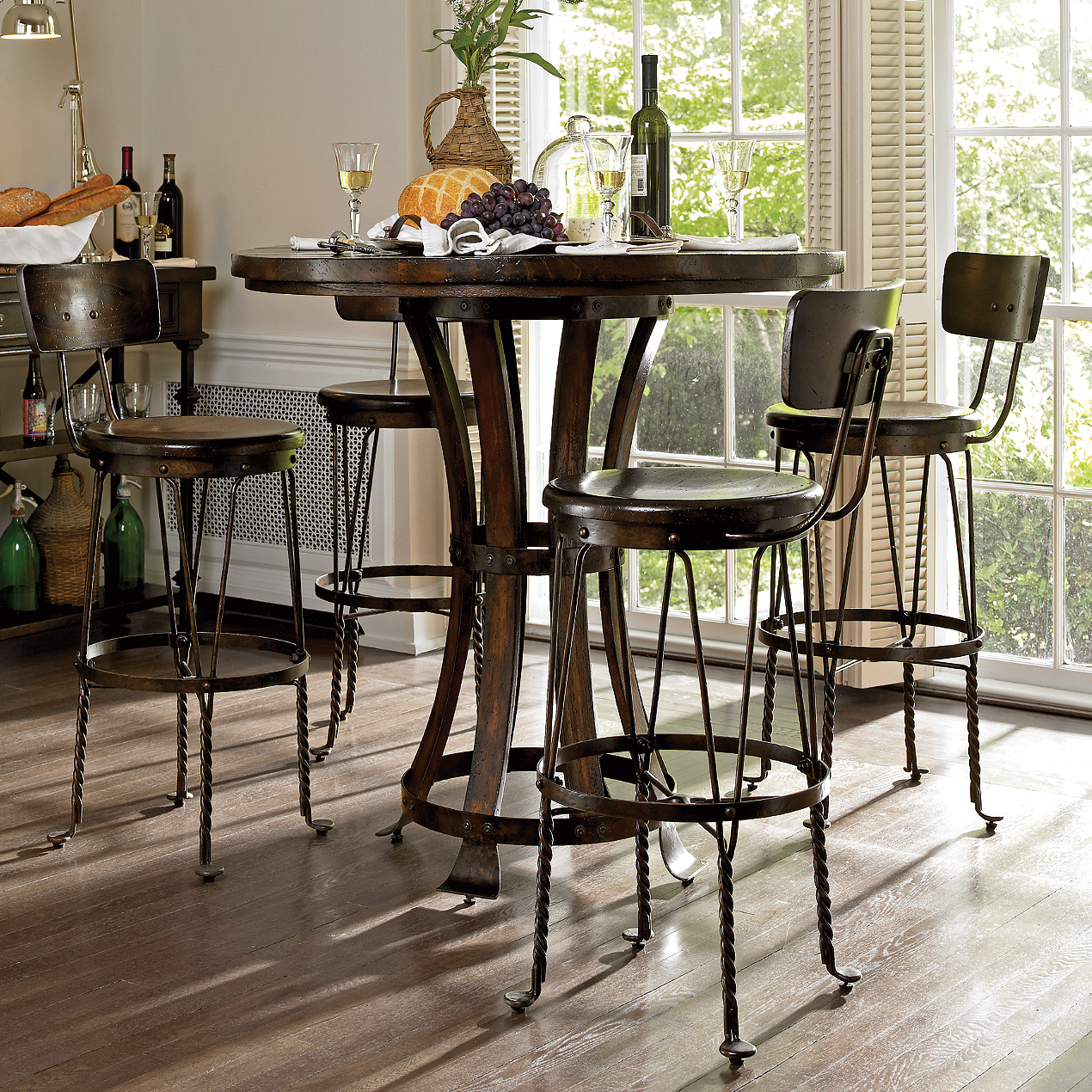 Exceptionnel Rustic Pub Table Set
