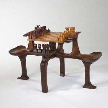 Merveilleux Chess Set With Table
