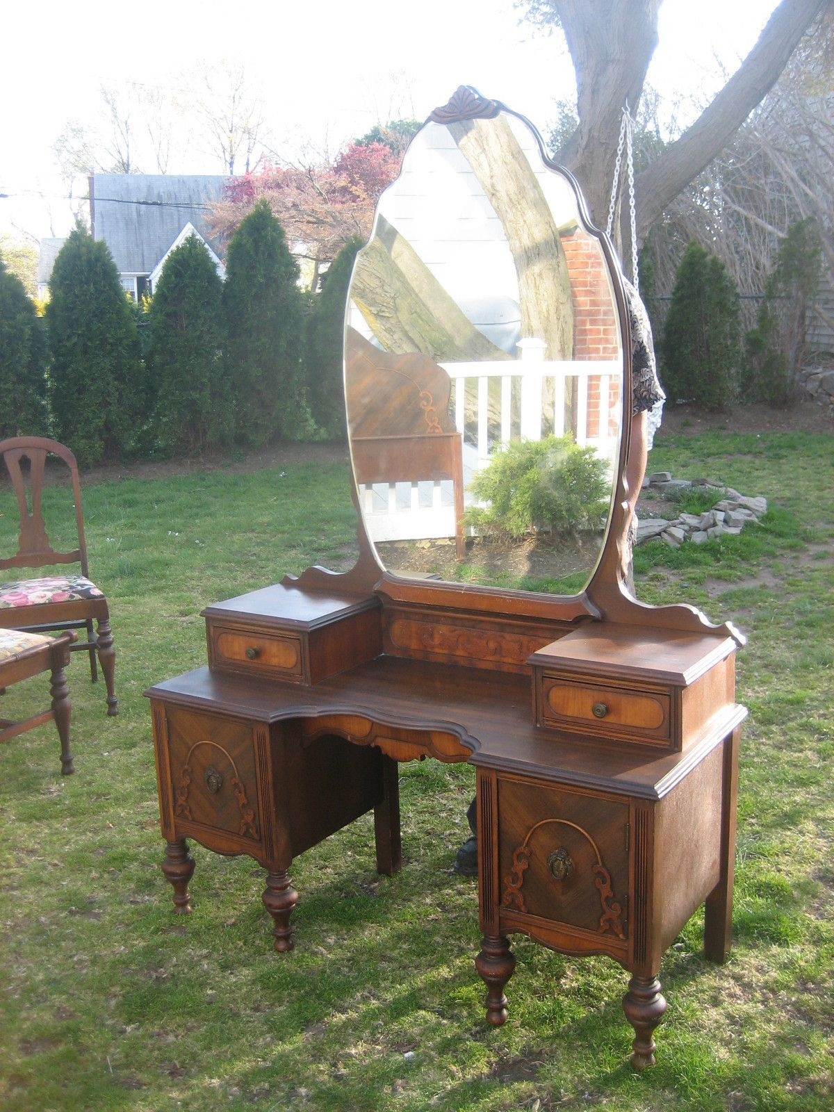 Gorgeous antique mahogany 1940s vanity with mirror