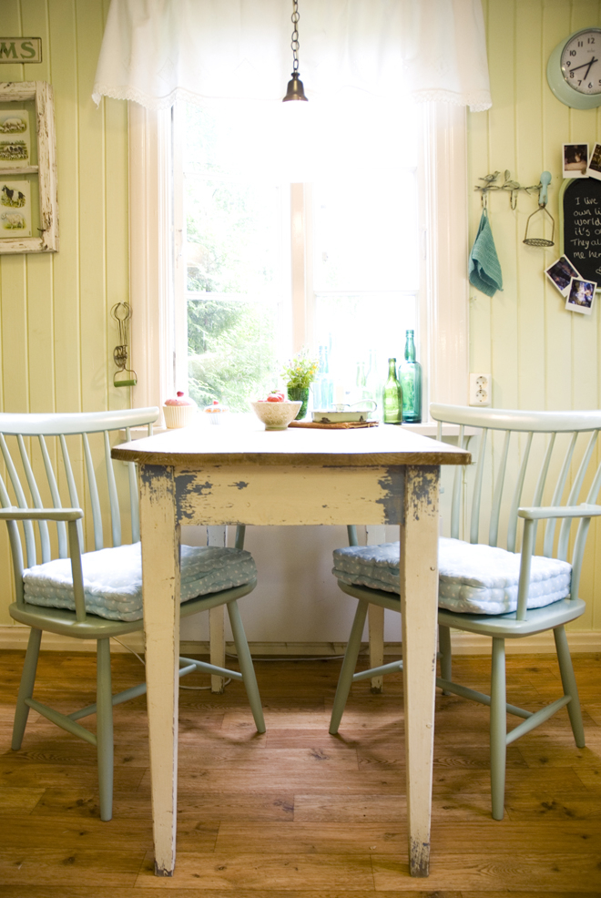 Small Country Kitchen Tables 10