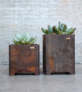 Square metal planter 4