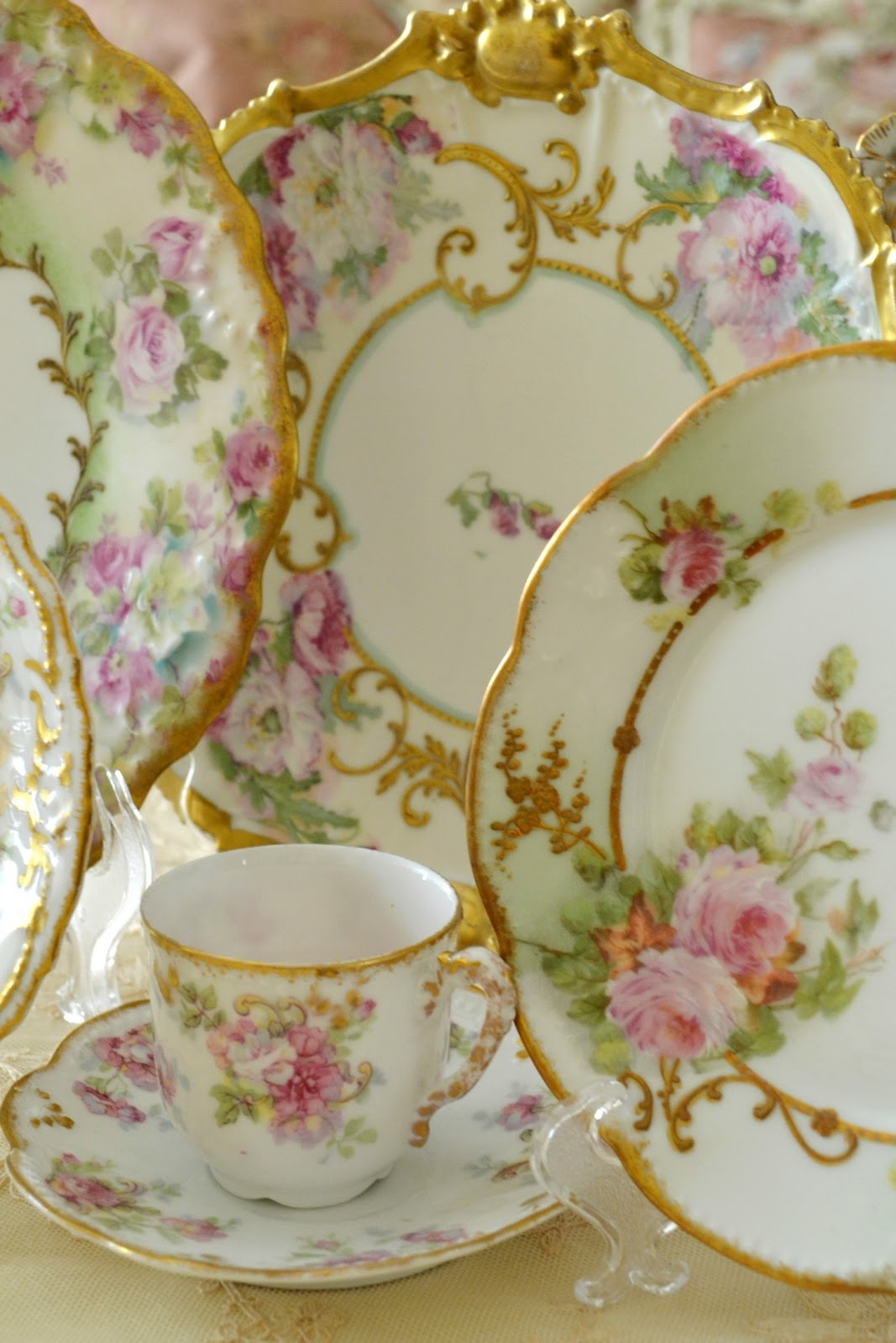 Beautiful set of floral dinnerware. Itu0027s perfect for throwing garden parties and serving food out in the open. If you want to emphasise your connection with ... & Floral Dinnerware Sets - Foter