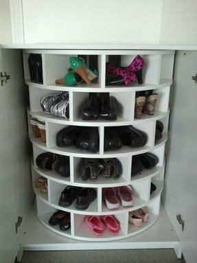 Closed shoe cabinet