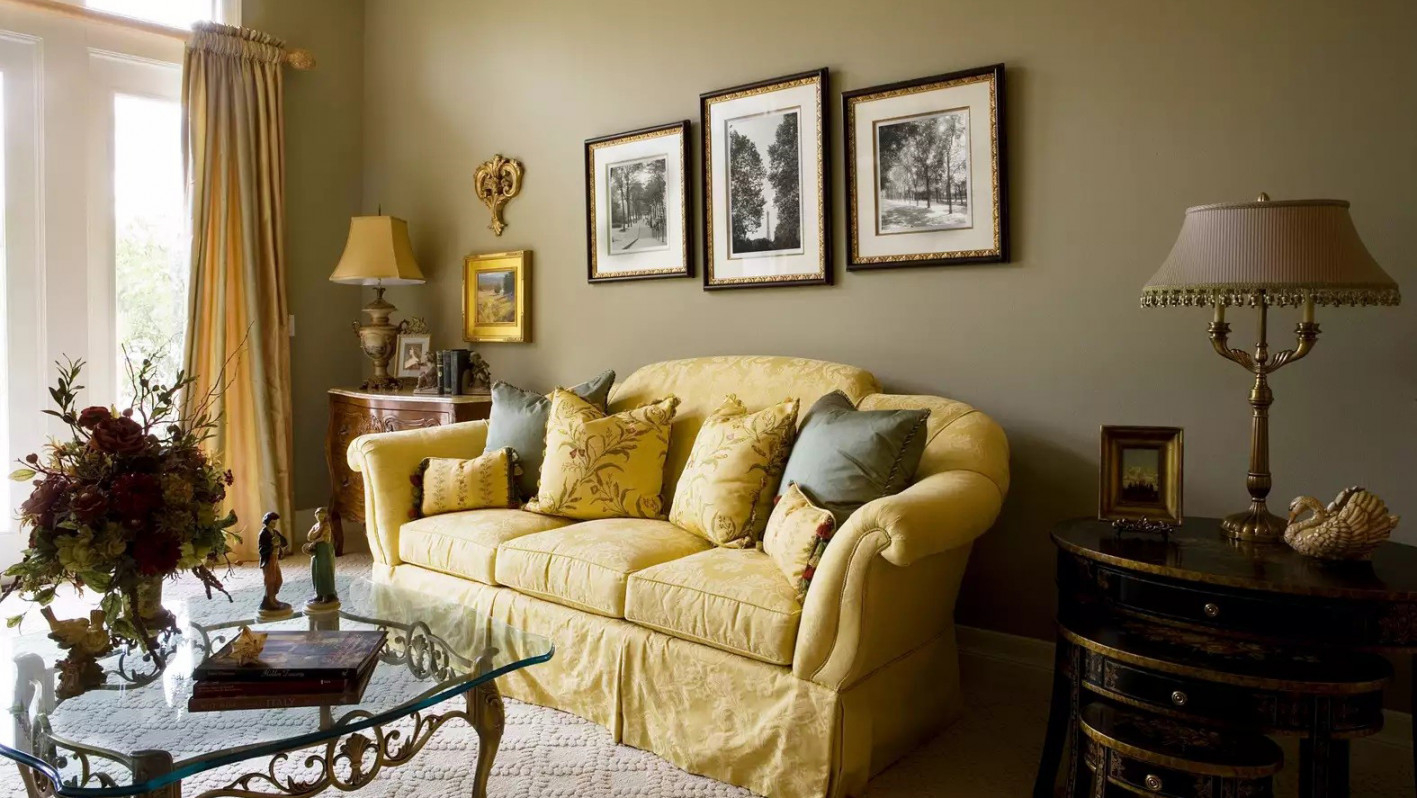 Beau Elegant Living Room With Gold Sofa