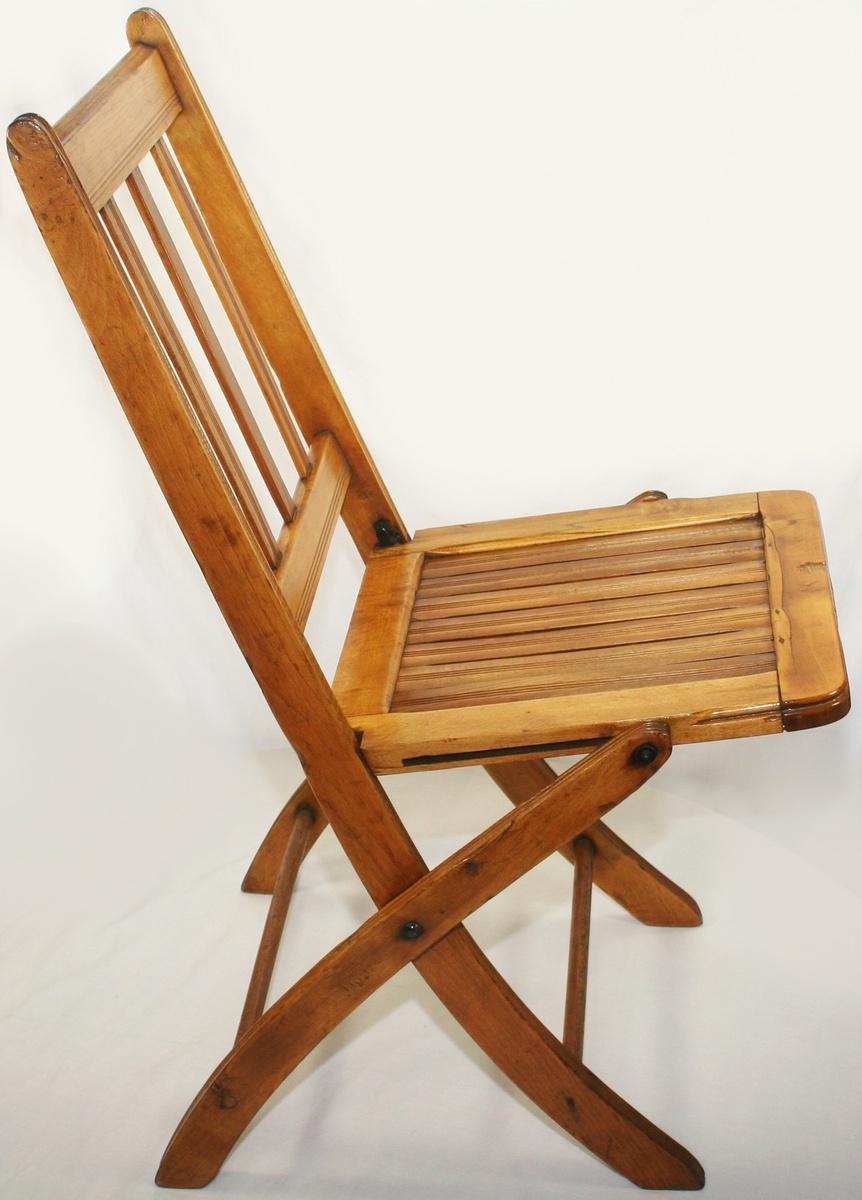 Wood Folding Chairs 1