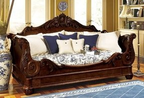 Beautiful victorian day bed whether a lounge by day or
