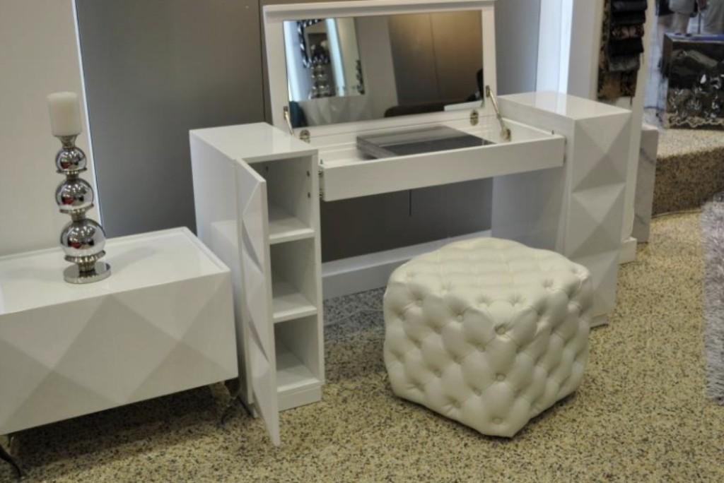Superb 12 Extraordinary Modern Bedroom Vanity Table Digital Photo Ideas