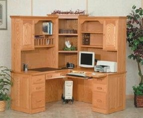 Workstation desk with hutch