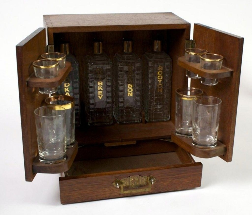 Superbe Prohibition 1930s Compact Liquor Cabinet W 4 Crystal Decanters