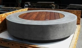 Fire pit table with lid
