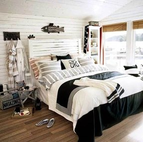 Rustic Nautical Bedroom In Navy And White With Shabby Chic