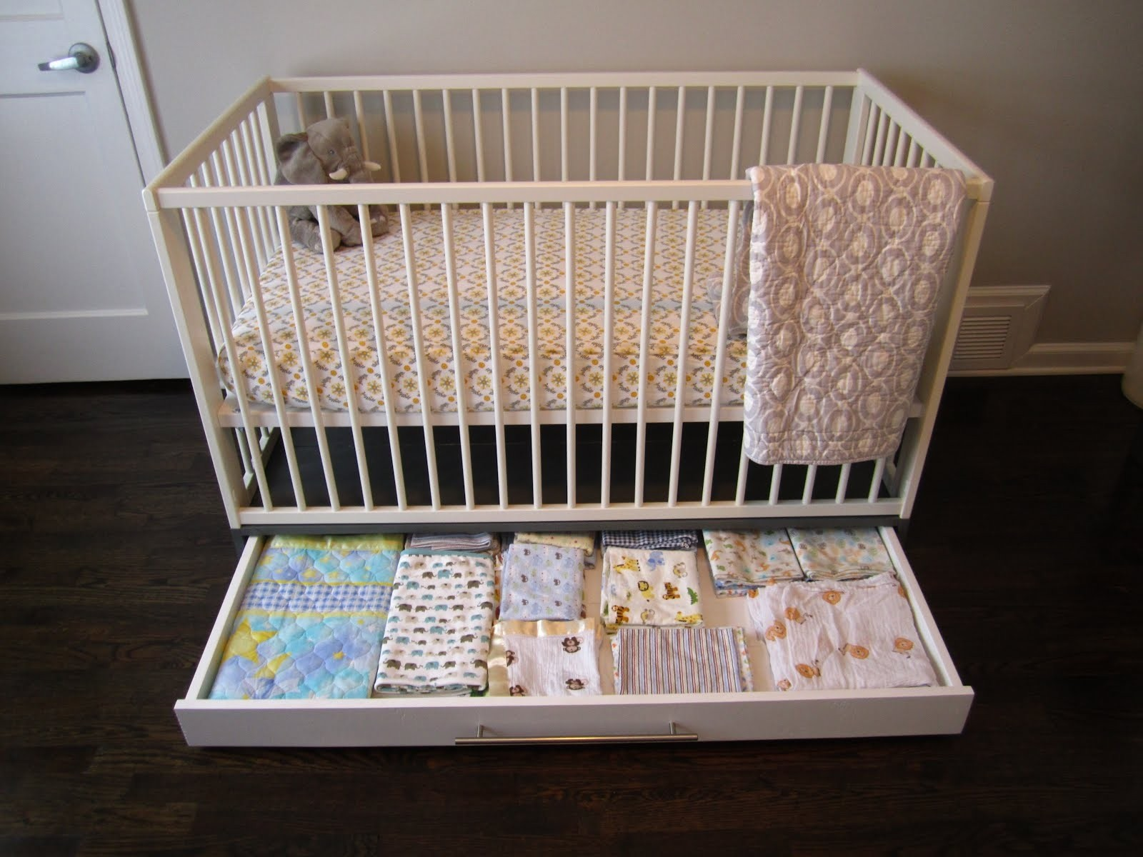 Cribs With Storage 2