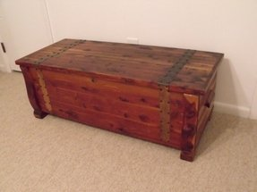 Seated storage chest