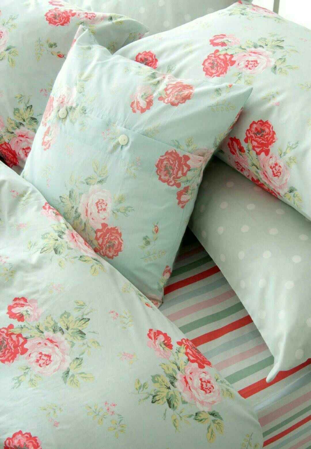I love cath kidston especially mixin all her patterns