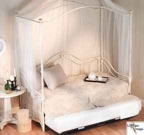 Day bed canopy