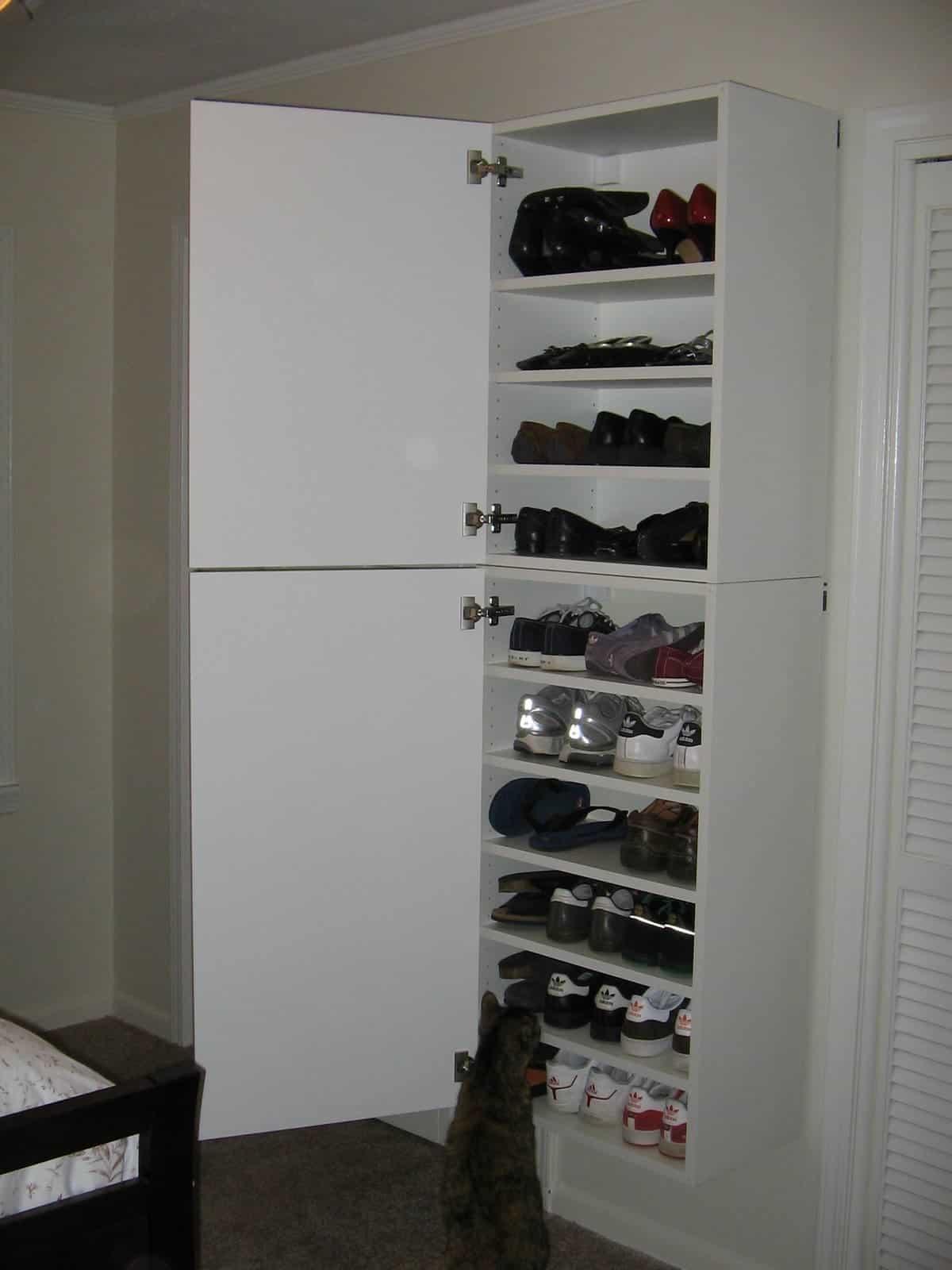 Exceptionnel Large Shoe Cabinet