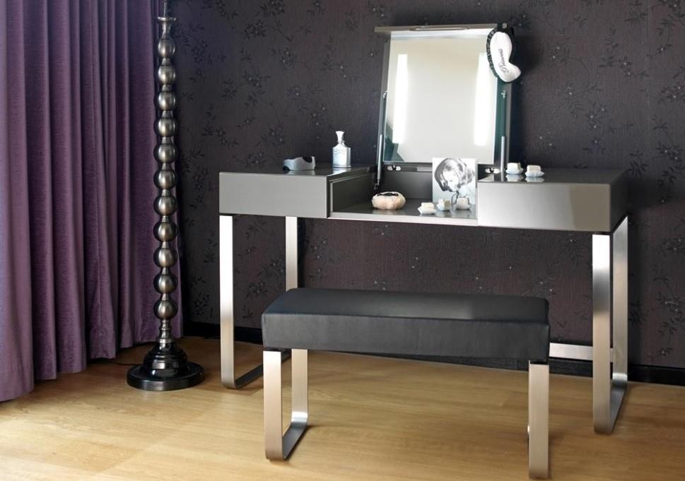 Incroyable Custom Makeup Vanity Table
