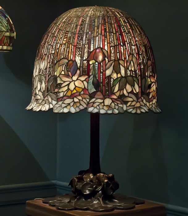 Lotus tiffany table lamp 12