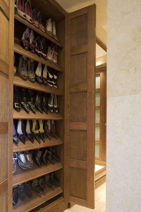 Enclosed Shoe Rack Foter