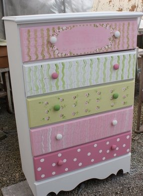 White childrens chest of drawers
