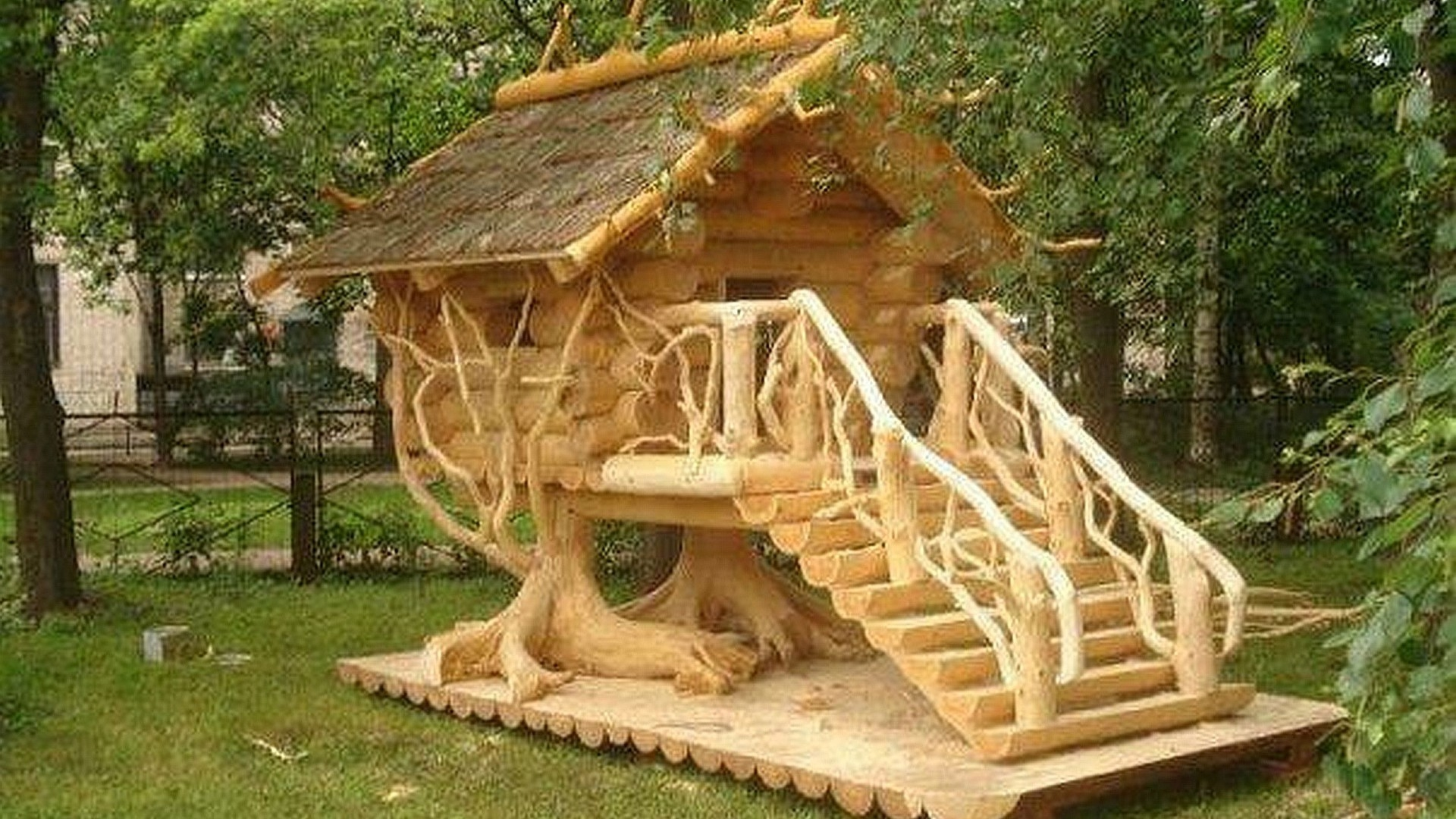 Wood playhouse for kids 1