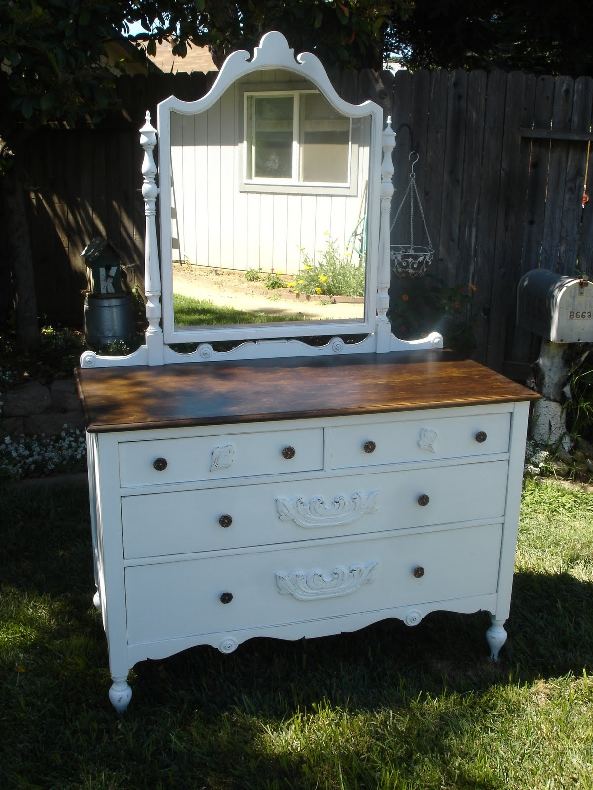 Antique Bedroom Vanity With Mirror